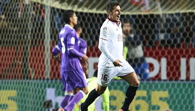 """Jovetic đã hồi sinh mạnh mẽ ở Sevilla sau khi rời Inter. Đặc biệt, cầu thủ này chính là nhân vật trung tâm giúp Sevilla chấm dứt chuỗi 40 trận bất bại của Real Madrid. Jovetic hứa hẹn sẽ tìm lại đỉnh cao sau giai đoạn """"chìm trong bóng tối"""" ở Inter và Man City."""