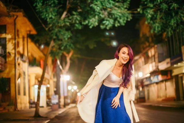 Mỹ Tâm yêu kiều trên phố cổ Hà Nội giữa đêm lạnh - 1