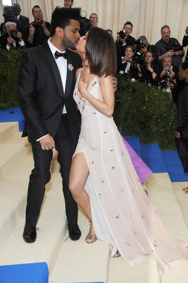 Selena Gomez và The Weeknd đã hò hẹn khoảng 10 tháng.