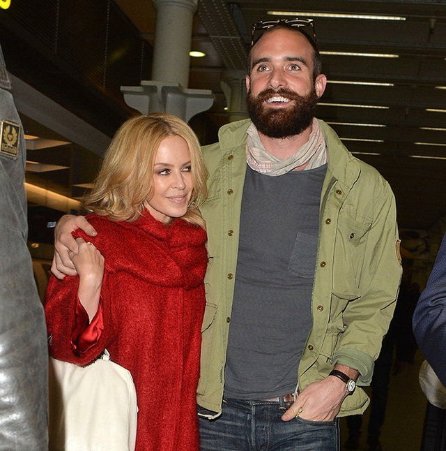 Bạn bè của Kylie Minogue sau đó đã khẳng định Joshua Sasselà người không đáng tin cậy, luôn thích cùng người yêu đi dự các sự kiện thu hút sự chú ý