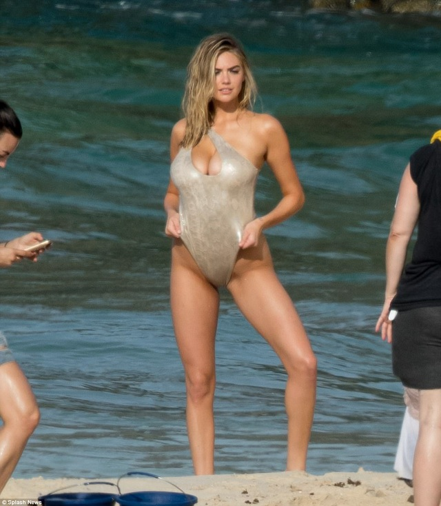 Kate Upton khoe dáng cực hot và chiều cao nổi bật 1,8m