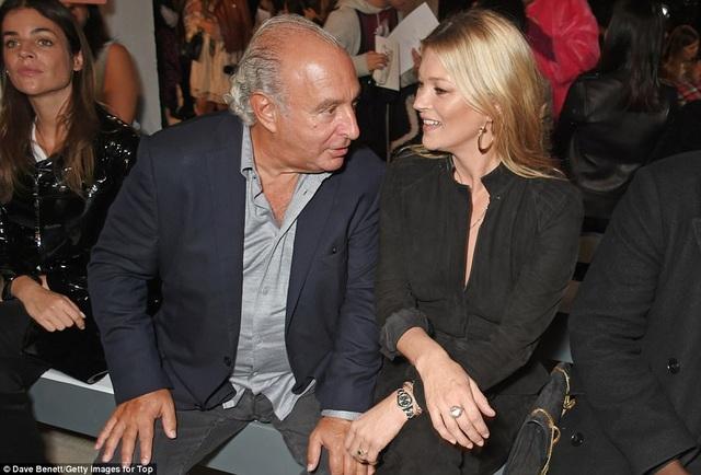 Kate trò chuyện thân mật với tỷ phú Topshop - ngài Philip Green