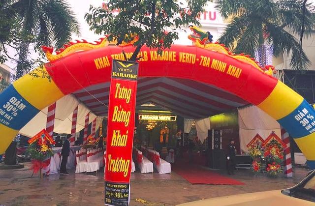 Quán karaoke Vertu (78A Minh Khai, TP. Vinh) rầm rộ khai trương đúng vào ngày thứ 7, 21/1. Ảnh người dân cung cấp.