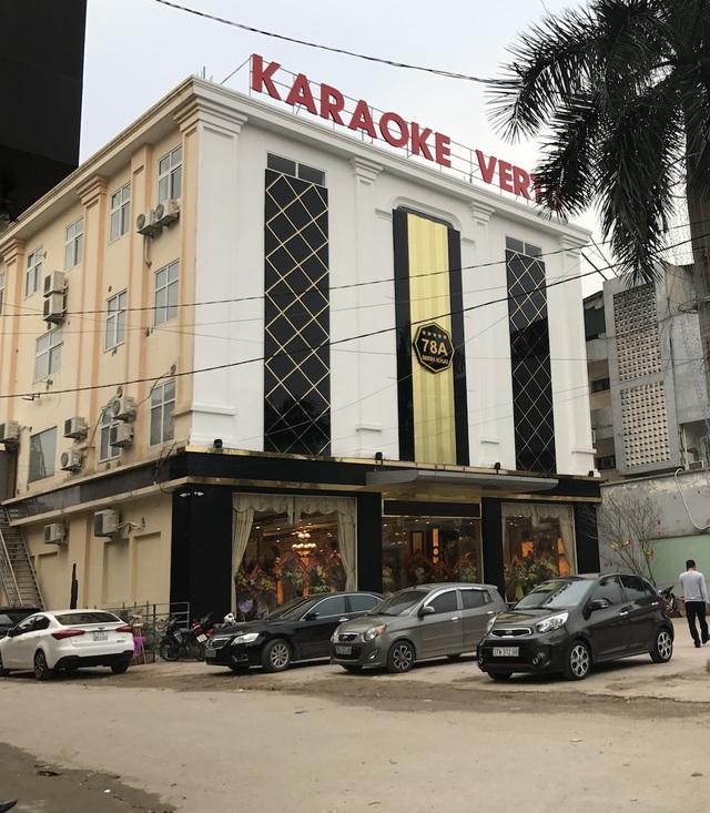 Quán karaoke này được nâng cấp lại từ tòa nhà 4 tầng. Trước đây, tòa nhà 4 tầng này được cho thuê làm siêu thị bán đồ điện tử, điện lạnh.