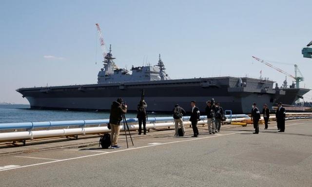 Tàu sân bay trực thăng Kaga tại lễ bàn giao ở thành phố Yokohama ngày 22/3 (Ảnh: Reuters)