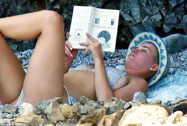 Katy Perry khoe dáng săn chắc trong bộ áo tắm hai mảnh - 6