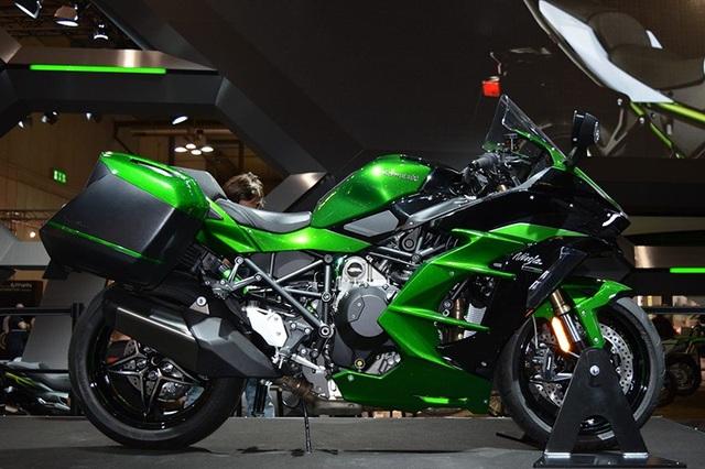 Kawasaki H2 SX chính thức ra mắt cuối năm 2017 vừa qua tại triển lãm EICMA (Ý).