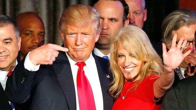Ông Trump và nữ cố vấn Conway (Ảnh: Us Weekly)