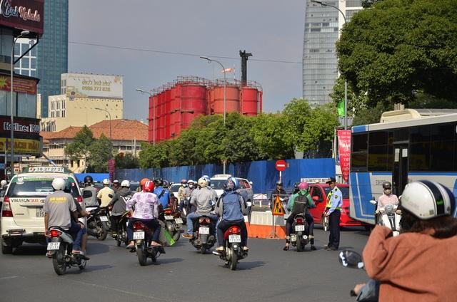 Người dân tỏ ra lúng túng khi các tuyến đường bị cấm xe