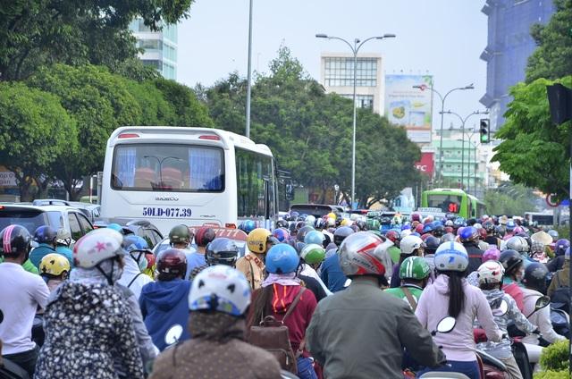 Phân luồng thi công nhà ga Metro, trung tâm Sài Gòn rối loạn - 4