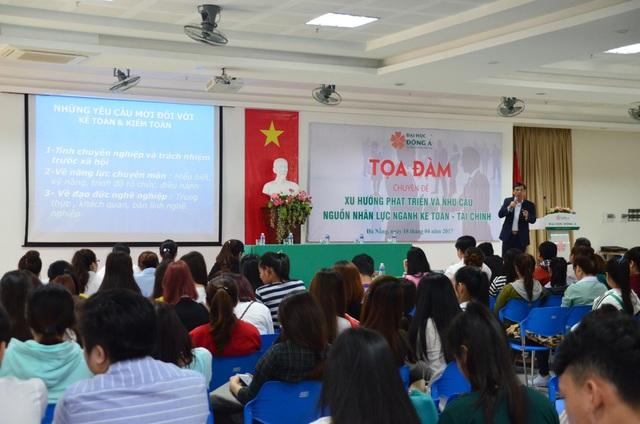 PGS.TS Đặng Văn Thanh - Chủ tịch Hiệp hội Kế toán và Kiểm toán Việt Nam trao đổi về yêu cầu nguồn lực Kế toán, Kiểm toán trong môi trường kinh tế mới.