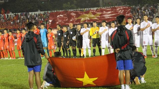 Sân Thống Nhất kín chỗ trong ngày U22 Việt Nam tiếp Hàn Quốc