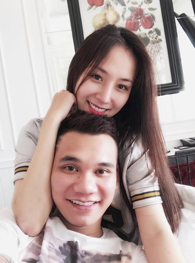 Khắc Việt và bạn gái.