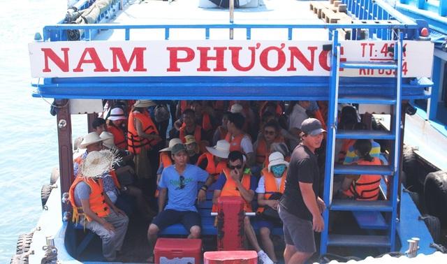 """Nha Trang: Du khách """"chen chân"""" ở bến tàu du lịch dịp lễ 30/4 - 7"""