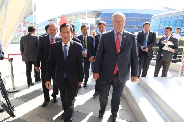 Bộ trưởng Bộ Văn hóa, Thể thao và Du lịch Nguyễn Ngọc Thiện đã chủ trì Ngày Quốc gia Việt Nam. Phó Chủ tịch Hạ viện Kazakhstan cùng nhiều quan chức cấp cao của Kazakhstan tham dự sự kiện.