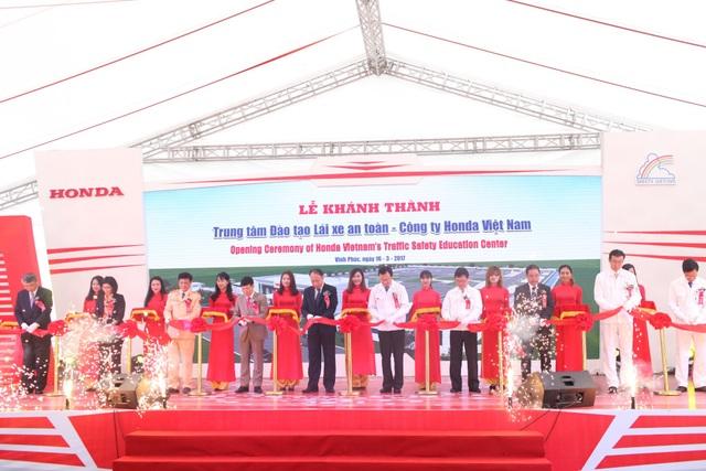 Lễ cắt băng khánh thành Trung tâm Đào tạo Lái xe an toàn của Công ty Honda Việt Nam tại Phúc Yên, Vĩnh Phúc hôm 16/3