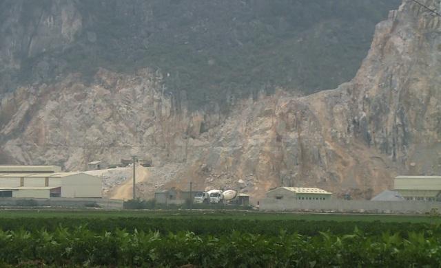 Đại công trường khai thác đá bên cạnh danh thắng Kim Sơn