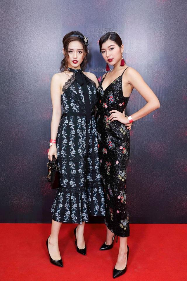 Bộ đôi Đồng Ánh Quỳnh - Khánh Linh The Face gắn bó như hình với bóng trong nhiều hoạt động ở làng giải trí phí Bắc. Hai người đẹp chọn trang phục rất ăn ý trên thảm đỏ.