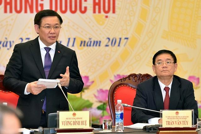 Phó Thủ tướng cho biết Chính phủ tiếp tục thực hiện tăng thu, tiết kiệm chi, cơ cấu các khoản chi thường xuyên để thêm nguồn cho cải cách tiền lương.