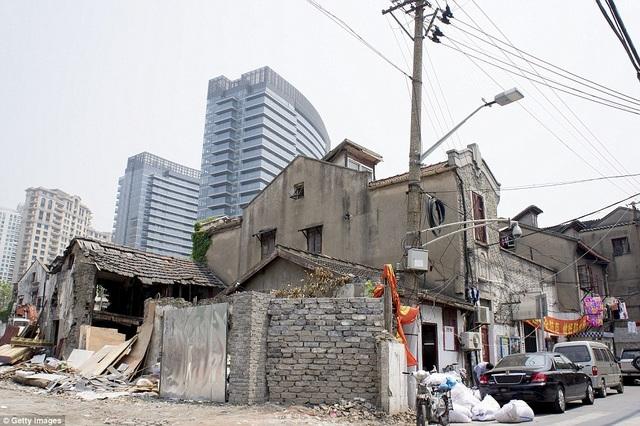 Tòa nhà cao ốc ở Thượng Hải đang xây dựng với tốc độ nhanh chóng mặt, thay thế các khu vực lụp xụp