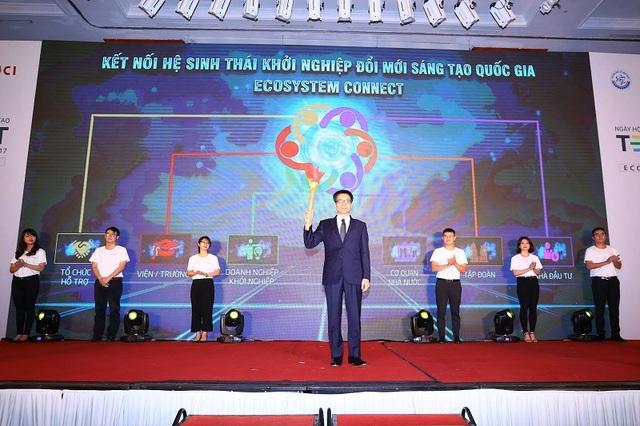Phó Thủ tướng Vũ Đức Đam chứng kiến sự kiện ra mắt Cổng thông tin khởi nghiệp đổi mới sáng tạo quốc gia.
