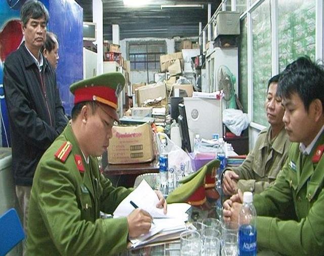 Cơ quan Cảnh sát điều tra Công an tỉnh Thừa Thiên Huế (Phòng Cảnh sát kinh tế) tống đạt quyết định khởi tố vụ án, khởi tố bị can