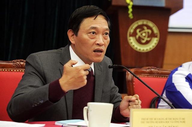 Thứ trưởng bộ KH&CN Trần Văn Tùng giải đáp những thắc mắc, chia sẻ của các đại biểu