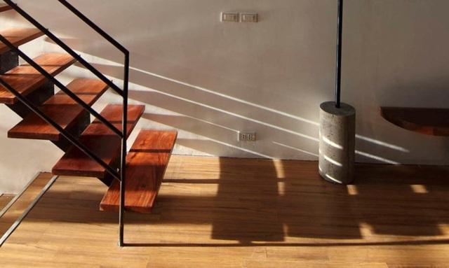Ngôi nhà không chỉ là không gian xanh mà còn là không gian tràn ngập ánh sáng ở khắp mọi nơi trong ngôi nhà.