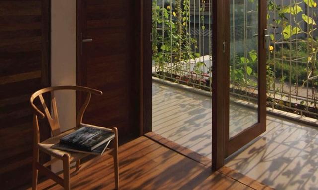 Thiết kế độc đáo của ngôi nhà không chỉ là không gian xanh đầy hiện đại mà còn tạo ra những không gian đầy yên tĩnh và ấm cúng.