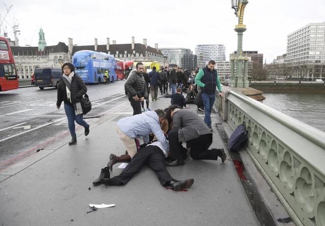 Các nhân chứng mô tả, hiện trường sau vụ tấn công giống như một cảnh quay thảm họa trong phim Hollywood. (Ảnh: Reuters)