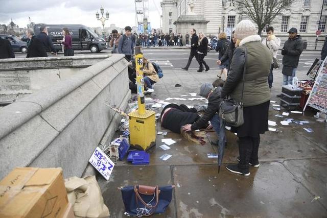 Ít nhất 3 người chết trong vụ đâm xe trên cầu Westminster. (Ảnh: Reuters)