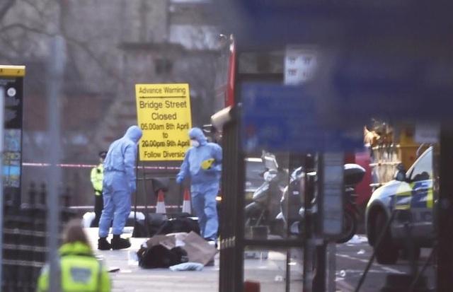 Vụ lao xe trên cầu và bên ngoài trụ sở quốc hội Anh khiến ít nhất 5 người chết, 40 người bị thương.