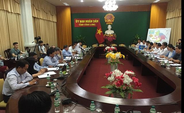 Đoàn kiểm tra công tác chuẩn bị cho kỳ thi THPT quốc gia 2017 tại Vĩnh Long do Thứ trưởng Bộ GD-ĐT Bùi Văn Ga chủ trì