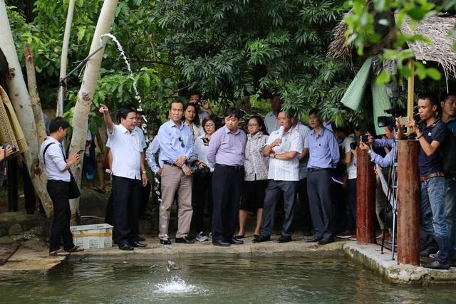 Phó Chủ tịch Đặng Việt Dũng kiểm tra các khu du lịch không phép ở suối Lương