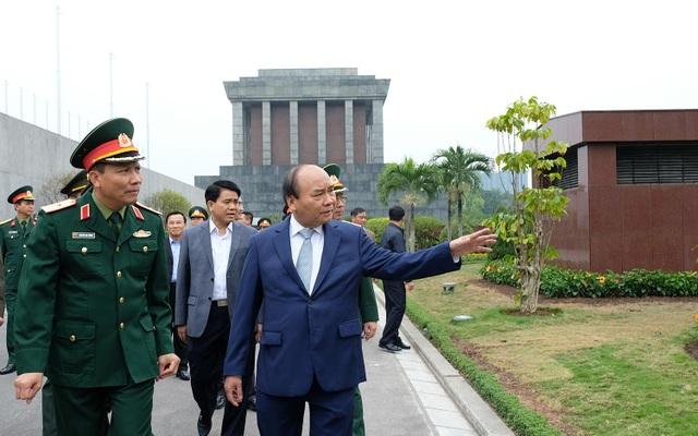 Thủ tướng kiểm tra việc tu bổ Lăng Bác