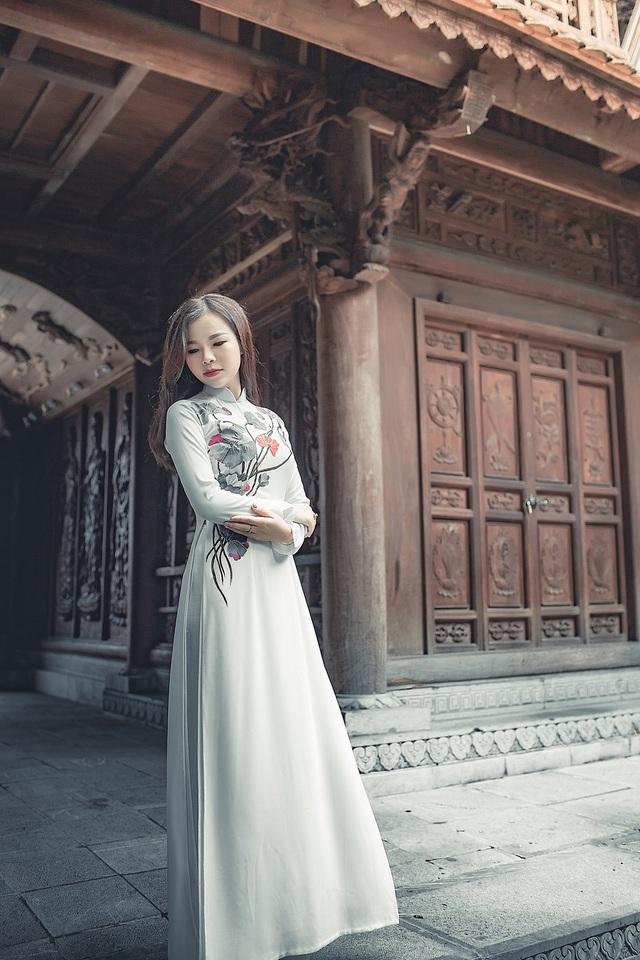 Nữ thạc sĩ 9X xinh đẹp trong tà áo dài đi lễ chùa đầu năm - 6