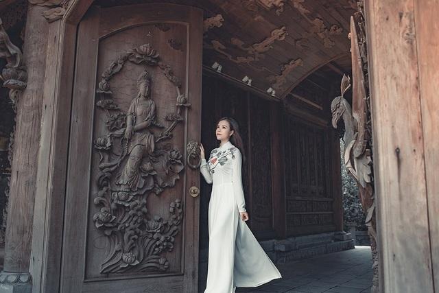 Nữ thạc sĩ 9X xinh đẹp trong tà áo dài đi lễ chùa đầu năm - 7