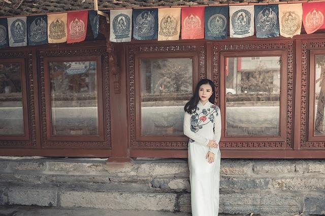 Nữ thạc sĩ 9X xinh đẹp trong tà áo dài đi lễ chùa đầu năm - 8
