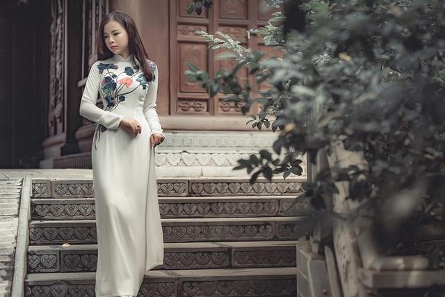 Nữ du học sinh Việt tại Mỹ sẽ mang những bức ảnh cô mặc áo dài giới thiệu đến các bạn nước ngoài về nét văn hóa trang phục đặc sắc của quê hương.