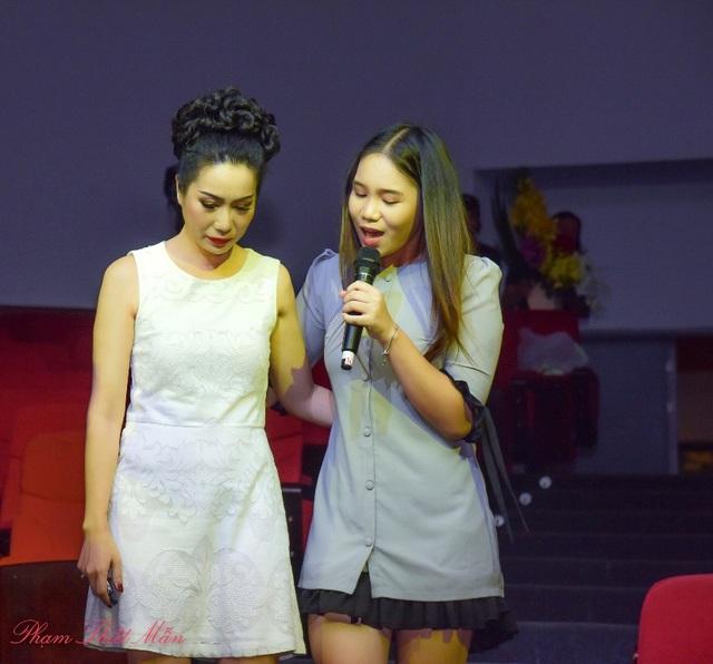 Khánh Ngân là cô con gái lớn của Trịnh Kim Chi với hình ảnh ngày càng xinh đẹp, Khánh Ngân cũng đồng hành cùng mẹ trong một số vở diễn.