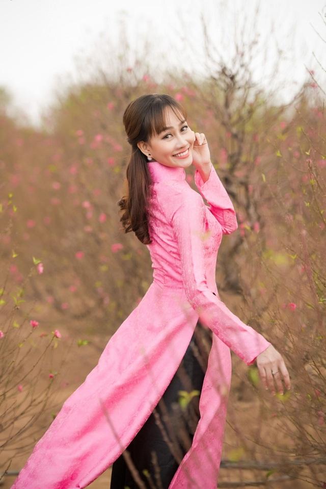 """Á hậu Kim Duyên tự tin diện áo dài sau nghi án """"dao kéo"""" vòng 3 - 10"""