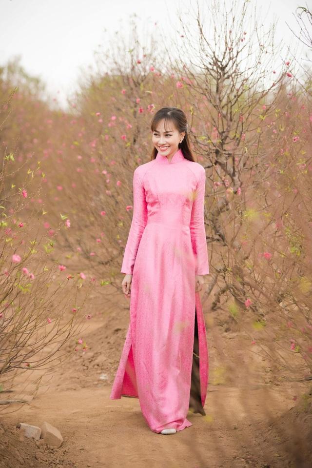 """Á hậu Kim Duyên tự tin diện áo dài sau nghi án """"dao kéo"""" vòng 3 - 11"""