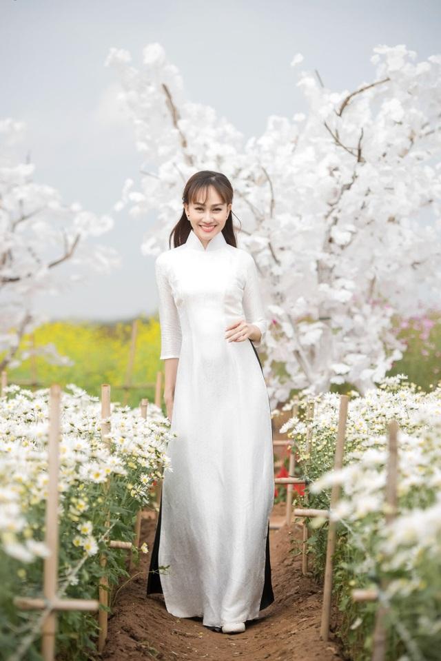 """Á hậu Kim Duyên tự tin diện áo dài sau nghi án """"dao kéo"""" vòng 3 - 1"""