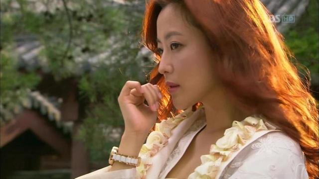 """Năm 2012, Kim Hee Sun trở lại với điện ảnh trong bộ phim truyền hình cùng Lee Min Ho. Bộ phim đánh dấu sự trở lại của """"nhan sắc số một Hàn Quốc với điện ảnh kể từ khi lập gia đình và sinh con đến nay."""