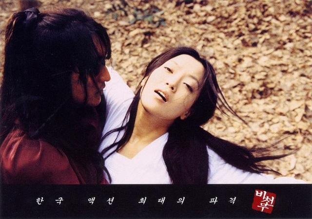 Năm 2000, Kim Hee-sun tham gia bộ phim nghệ thuật Flying Dance với phần quay chủ yếu tại Trung Quốc. Cô vào vai công chúa Mông cổ và phải lòng một người bạn thời thơ ấu. Bộ phim với phần ngoại cảnh tại cả Trung Quốc và Hàn Quốc rất hoành tráng.