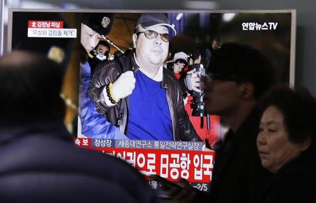 Truyền thông Hàn Quốc đưa tin việc ông Kim Jong-nam, anh trai nhà lãnh đạo Triều Tiên Kim Jong-un, thiệt mạng tại Malaysia hôm 13/2. (Ảnh: AP)