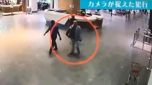 Người nghi là ông Kim Jong-nam tại sân bay Kuala Lumpur sáng 13/2 trước khi đột tử. (Ảnh: Star)