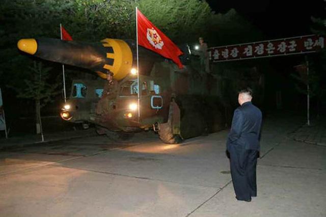 Nhà lãnh đạo Kim Jong-un đã trực tiếp giám sát vụ phóng. (Ảnh: Rodong Sinmun)