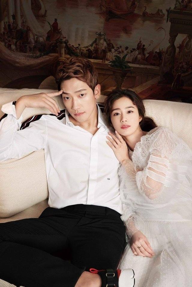 Trong suốt buổi chụp hình, cặp đôi liên tục trò chuyện, bàn bạc và khiến cả ê-kíp rất thoải mái bởi sự dễ thương, gần gũi cả hai ngôi sao nổi tiếng. Bi (Rain) rất cưng chiều vợ và chăm sóc cô chu đáo.