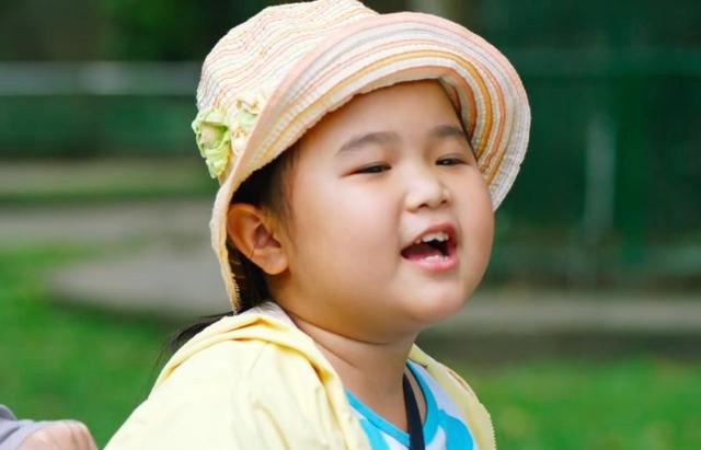 Bé Kim Thư đảm nhận vai Nắng trong bộ phim cùng tên cả ở phần 1 & 2 đã khẳng định tài năng diễn xuất thiên bẩm của bé thực sự thuyết phục.